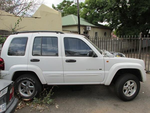 jeep-cherokee-lexus-v8-conversion--magda